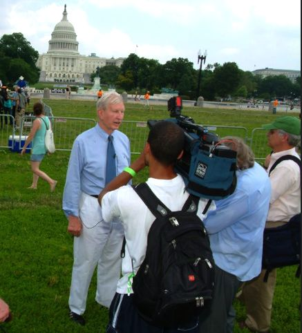 THE TENNESSEAN WASHINGTON BUREAU CHIEF PAUL BARTON INTERVIEWS FORMER U. S. SENATOR JOE TYDINGS (D-MD) AT 'WALK ON WASHINGTON'